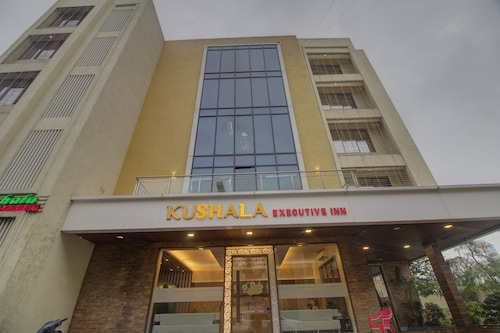 OYO 7158 Hotel Kushala Executive Inn