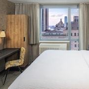 Fairfield Inn & Suites by Marriott/World Trade Center Area