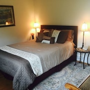 Sienna Room at Loudoun Valley Manor - Near Leesburg, VA