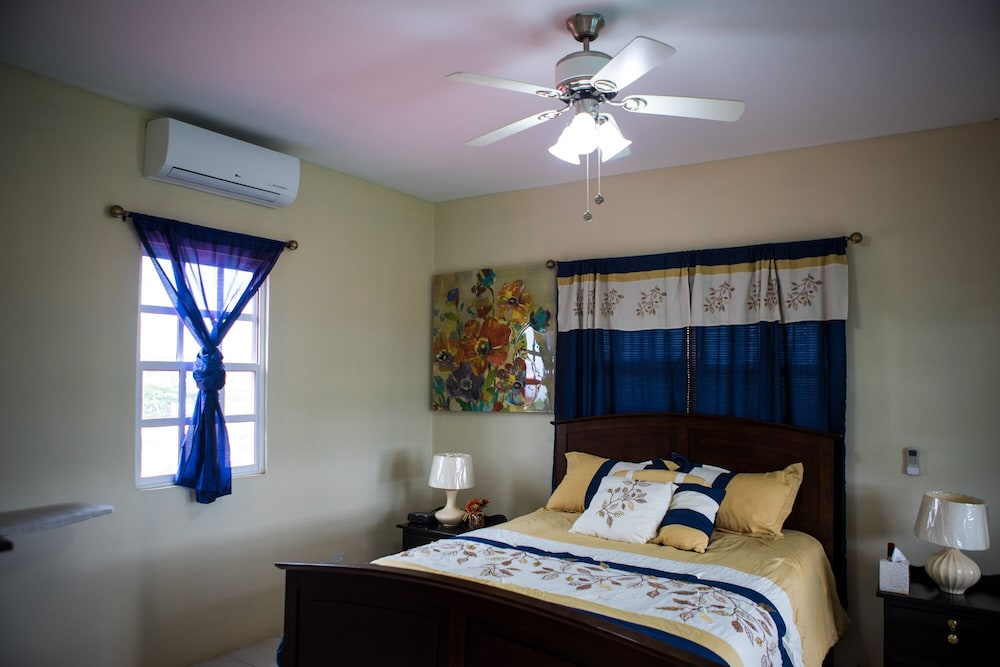 Room, Discounted Rates. AIR Conditioned. Free Wifi. Close TO Airport