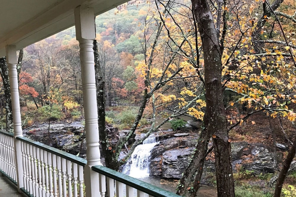 Swimming Holes, Waterfalls & Catskill Mountain Views! Near