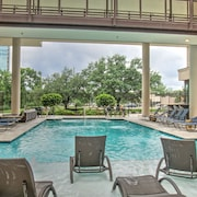 Luxury Furnished Two Bedroom - Med Center/hermann Park