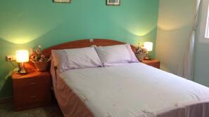 2 slaapkamers, een strijkplank/strijkijzer, babybedden (toeslag)