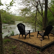 River Front 5 Acres - Hot Tub - Fishing - Kayaking- Wineries-hiking-art