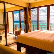 Beachfront Penthouse W/infinity Pool, Paddleboards, Drone Video, in Akumal Nahil