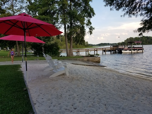 Santee Lake Marion Lakefront! Sandy Beach, Ramp, Sleeps 19, Wi-fi, Cable