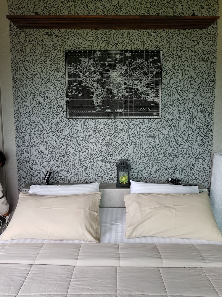 Room, The Proud Green Garden Hill Resort