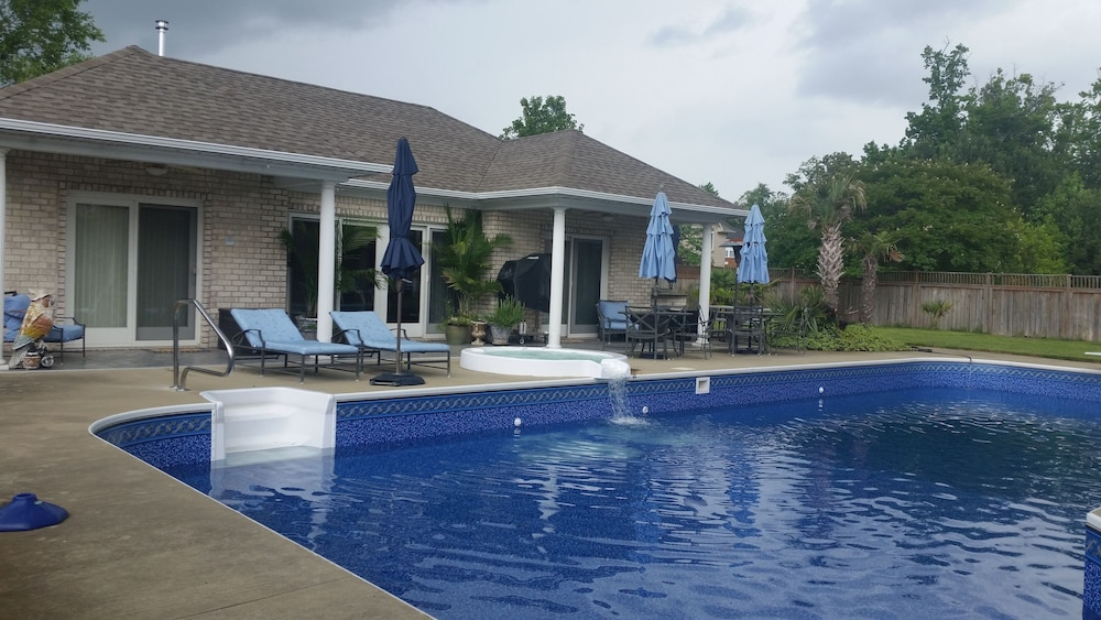 Pool, Pool House Getaway - Hot Tub, Sauna, Steam Shower & a 50' Pool
