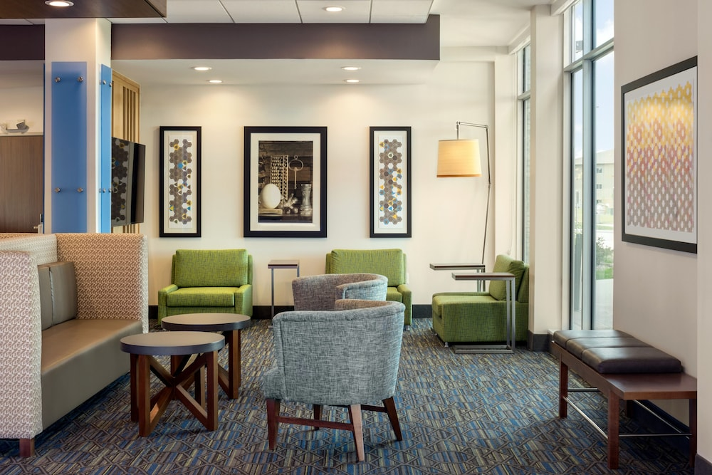 Lobby, Holiday Inn Express & Suites West Des Moines - Jordan Creek, an IHG Hotel