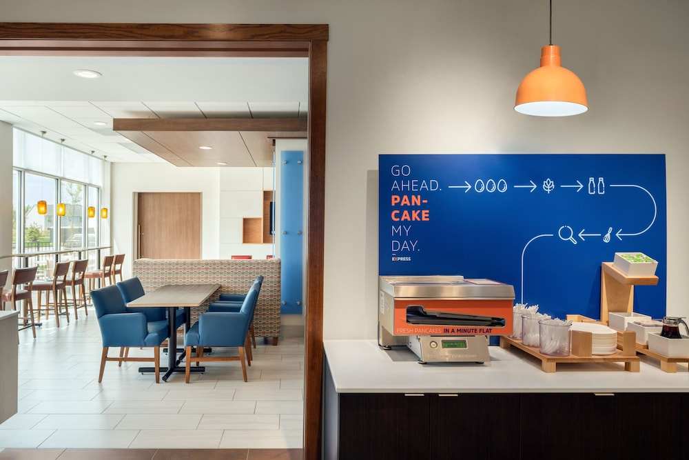 Breakfast Meal, Holiday Inn Express & Suites West Des Moines - Jordan Creek, an IHG Hotel