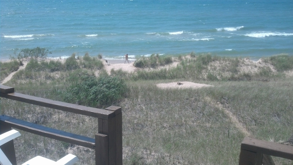 , Lake Michigan Beachfront! Private Beachfront!
