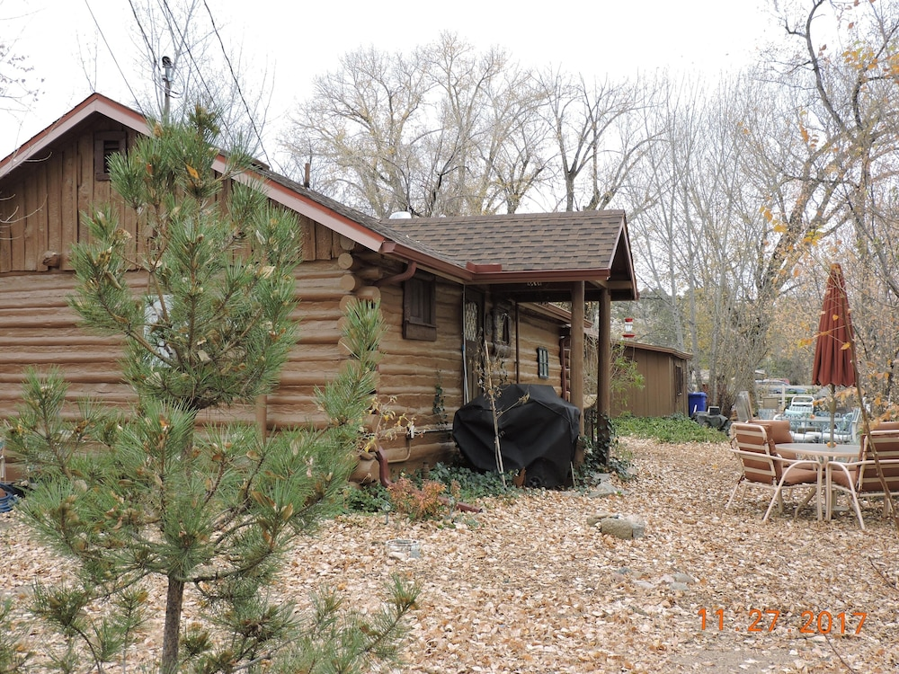 BBQ/Picnic Area, Authentic Log Cabin, 1.25 Acres, Seasonal Creek, Fireplace! 1.6 Miles to Square