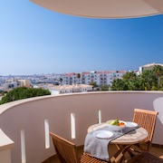 Seaview and Pool Luxury apartment by DreamAlgarve