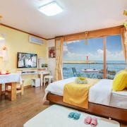 Yangyang Seaglow Rainbow Pension