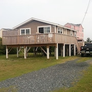 Cottage By The Pier - Super Cute, Pet-friendly Cottage, With Hot Tub