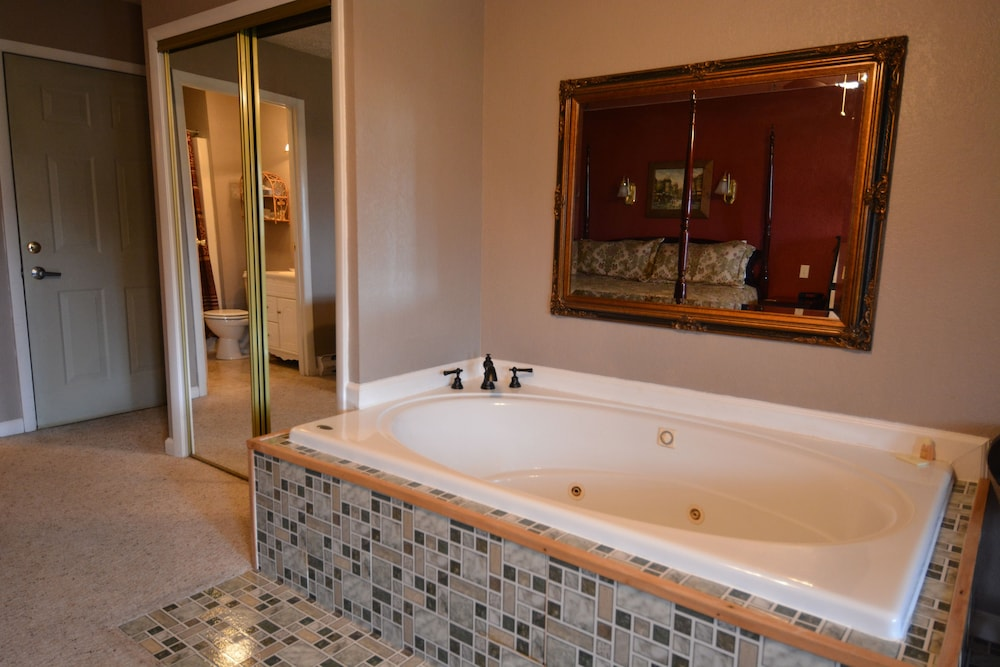 Jetted Tub, Haley Farm Bed & Breakfast