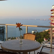 Spectacular Penthouse Oceanview 1bdr | Outdoor Pool, Prme Location 1 Bedroom Apts