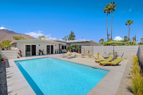 805S Palm Springs Home - 4 Br home by RedAwning
