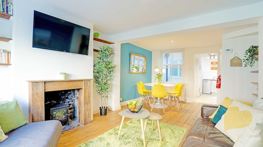 Brighton Getaways - Sunny Cottage