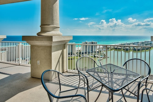 Seascape Penthouse #2309 - 3 Br condo by RedAwning