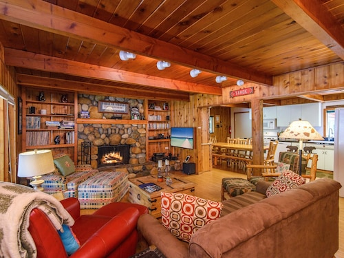 True Tahoe – Classic Cabin - 4 Br cabin by RedAwning