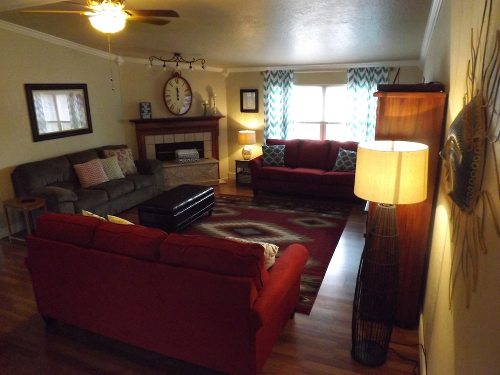 Living Room, 🌺⭐️🌺 APRIL 13-16 $99 NIGHTLY!  WEEKDAYS REDUCED! HOT TUB READY!! NEW PLAYGROUND!!