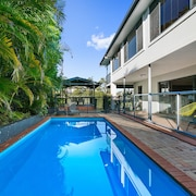 7 Bed Home Broadbeach Waters
