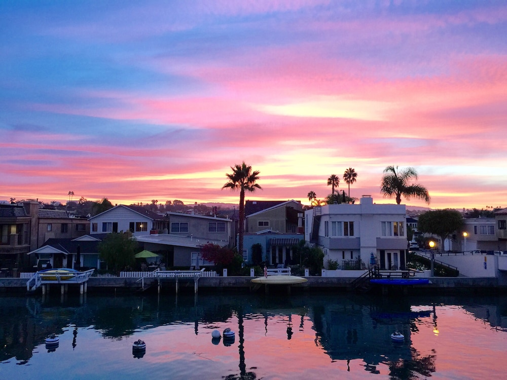 Balboa Island Large Waterfront Home W/roof Patio, Private Boat Dock ...