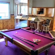 Hot Tub, Pool Table, Great Views, Large Decks, Near Heavenly, Beach, and Casinos