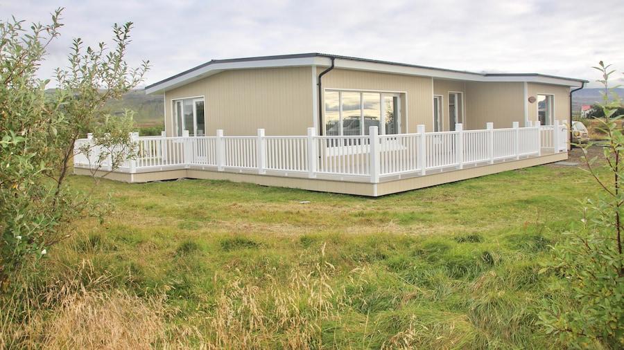 Lynghagi House - Lava Water