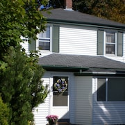 Fully Restored Blue Rose Cottage in the Heart of Bar Harbor Village!