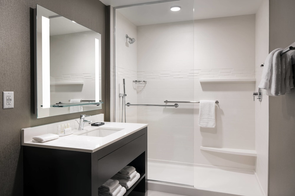 Bathroom, Residence Inn by Marriott Seattle Downtown/Convention Center