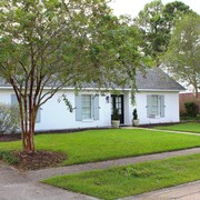 Great Home Near College & Perkins. 4 Miles to LSU and the LSU Lakes!