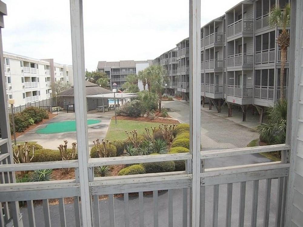 Condo 3 Bedrooms Balcony Pelican S Landing 132