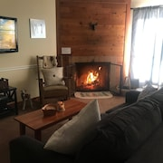 Ski Right Home to Trail Creek! Beautifully Updated 1br Condo, Fireplace, hot tub