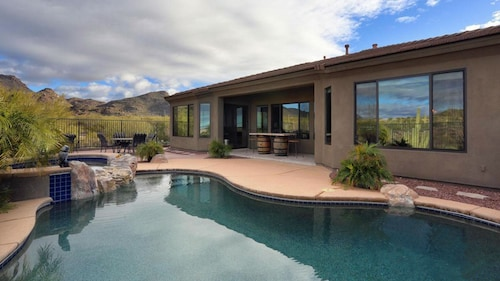 Dove Mountain Escape - Luxury, Private Saltwater Pool, Near Golf, Views!