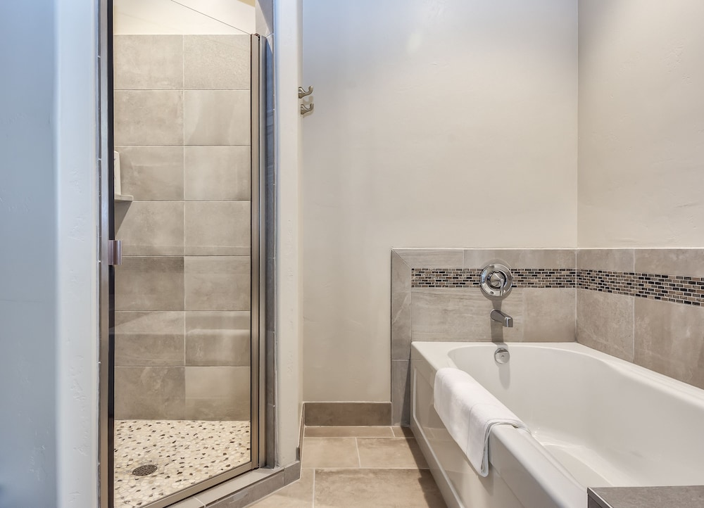 Deep Soaking Bathtub, Watchman Villas