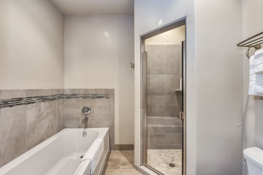 Bathroom Shower, Watchman Villas