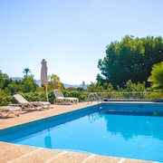 Beautiful Villa With Pool, Barbeque, Large Garden, and Fantastic sea Views