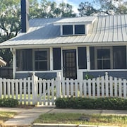 New! Liberty Cottage. Walk to Downtown Mt. Dora