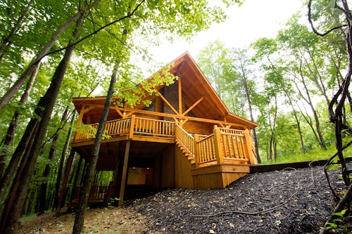 Redwood Lodge Hocking Hills Sleeps 16 Covered Deck Fireplaces Hot Tub