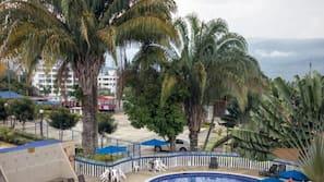 4 buitenzwembaden