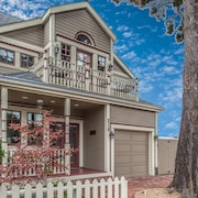 3703 La Gloria Cottage-by-the-sea ~ Walk to Town and Beach! Beautiful Design!