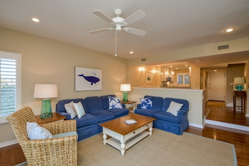 4366 Windswept: Awesome Location! 2 BR Townhouse, Lagoon Views, Near Beach