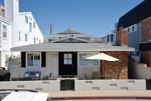 Remodeled 3 Bedroom Beach House + 1 Bedroom Back House. With A/c!