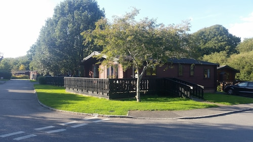 Superb Lodge. 5 Star Resort Close to South Coast Beaches and New Forest. Wi-fi