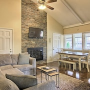 Newly Renovated 4BR 4BA Pet Friendly, Best Walking Location at Boyne Mountain