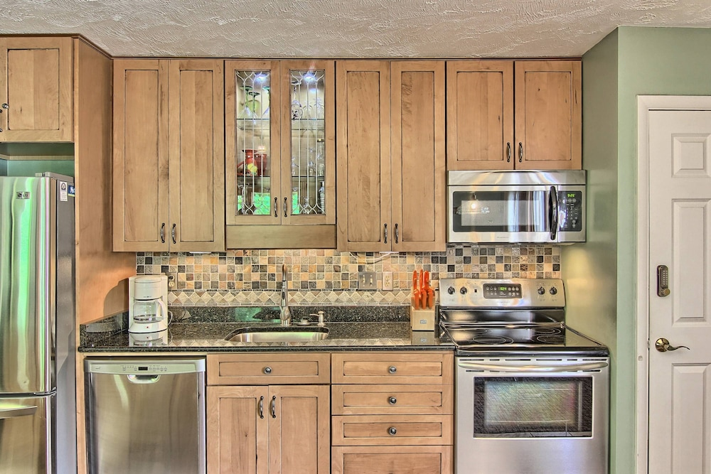 Private Kitchen, Recently Remodeled 3 Bedroom - 2 Bath Mountain Villa Condo