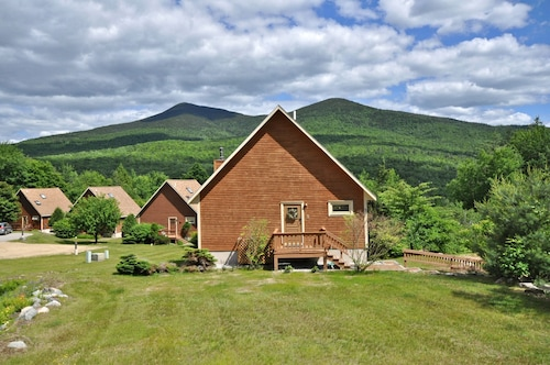 3 BR w/ Mtn Views,sauna,cable,wifi, Woodstove. Pets Welcome! !