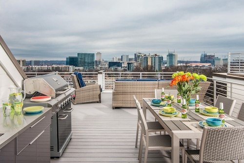 Roof Top Deck With City View - Location, Location, Location!